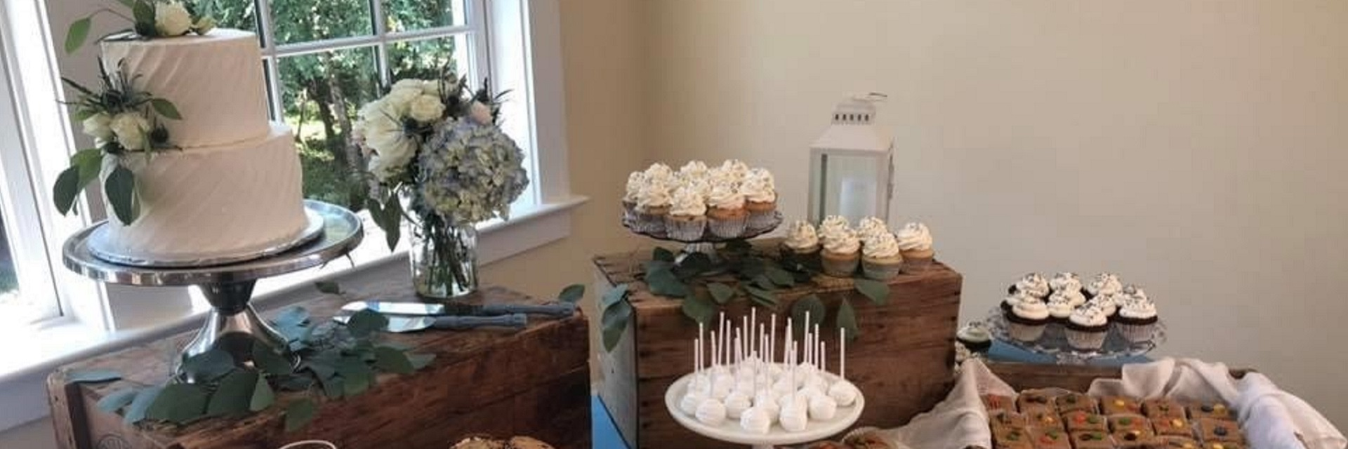wedding cake and wedding cupcakes, cookie bars